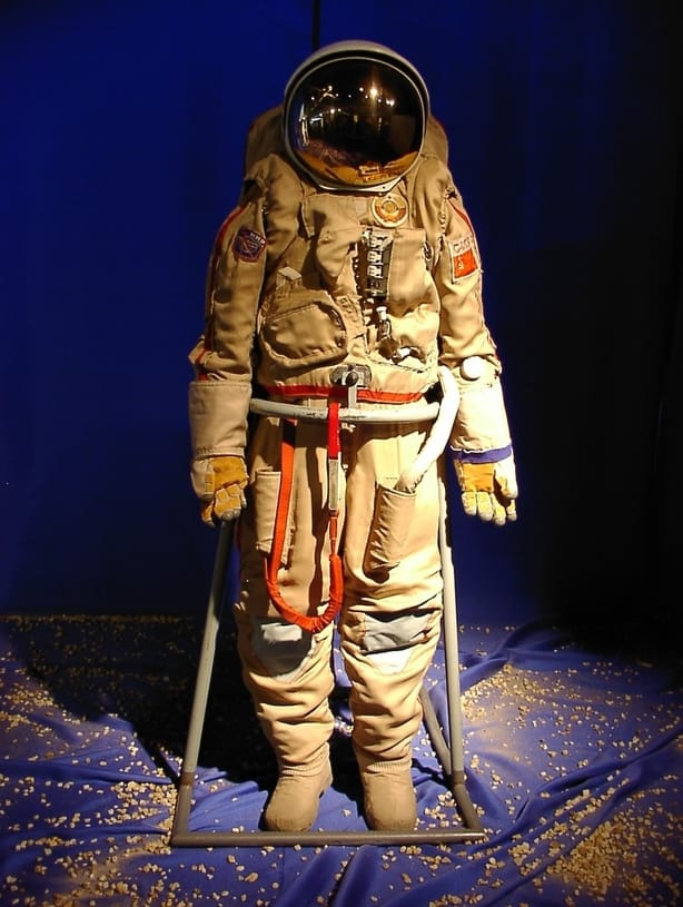 traje astronauta cosmonauta Orlan