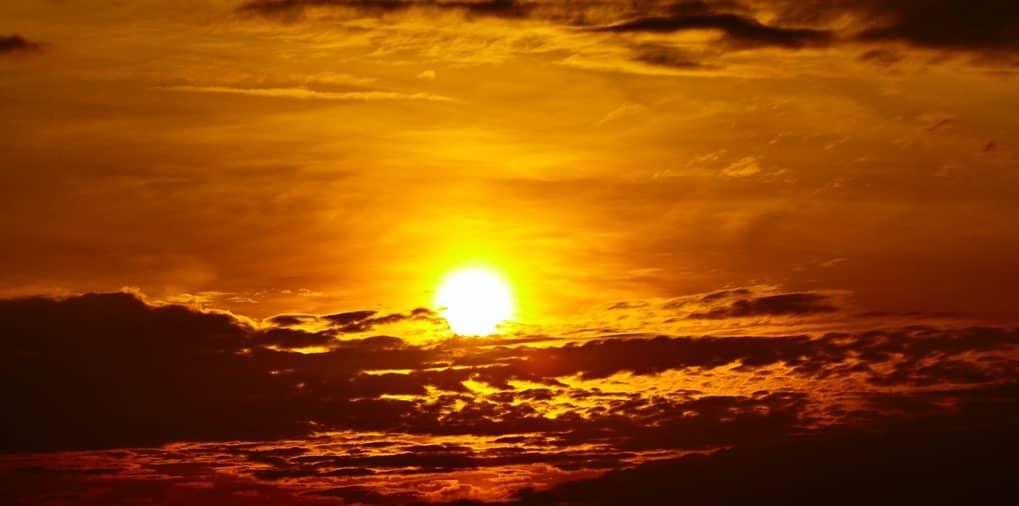 Cielo apuesta del sol
